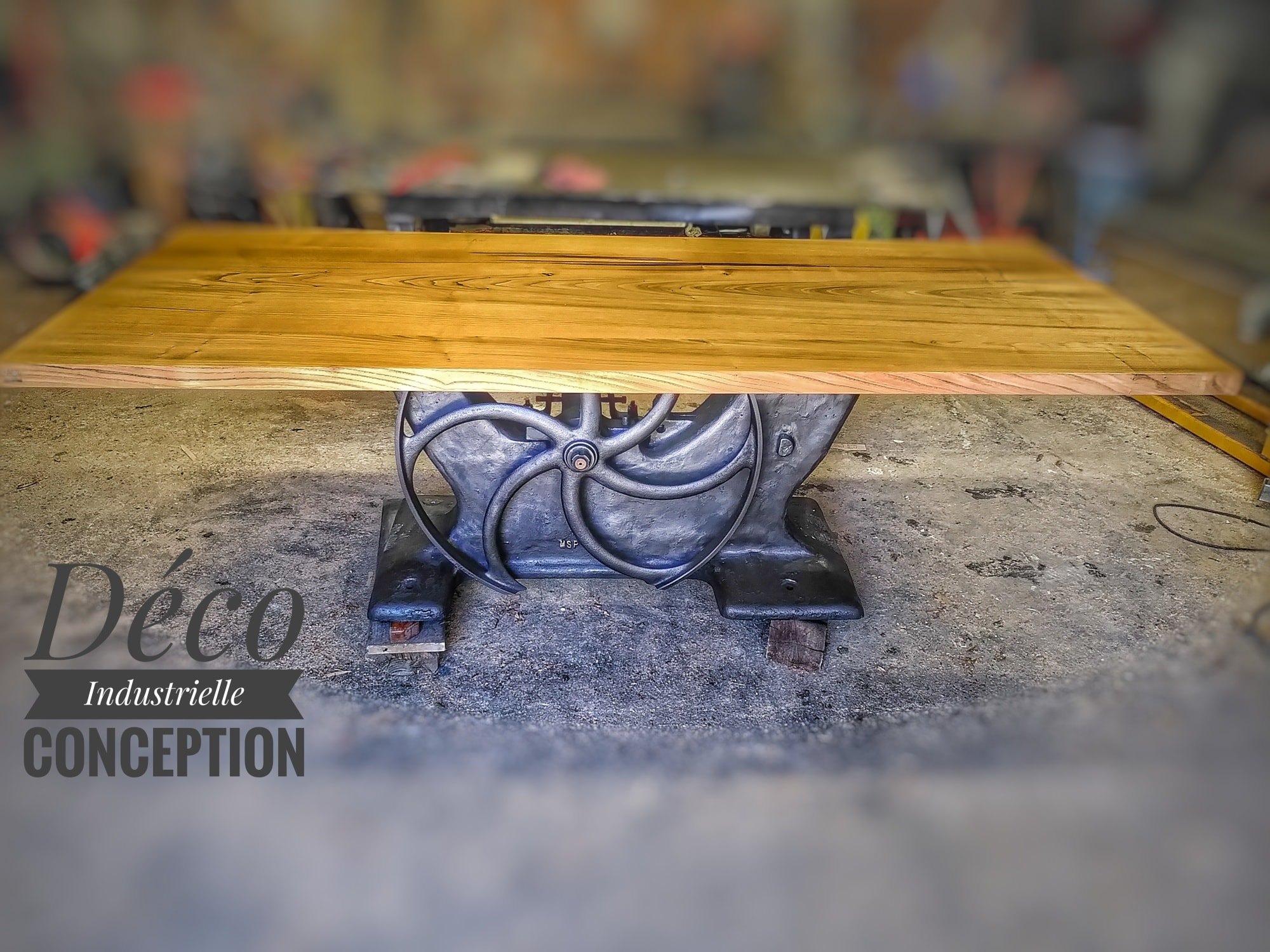 Table industrielle en châtaignier