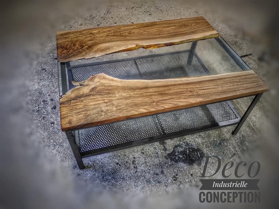 Table basse en noyer + époxy transparente