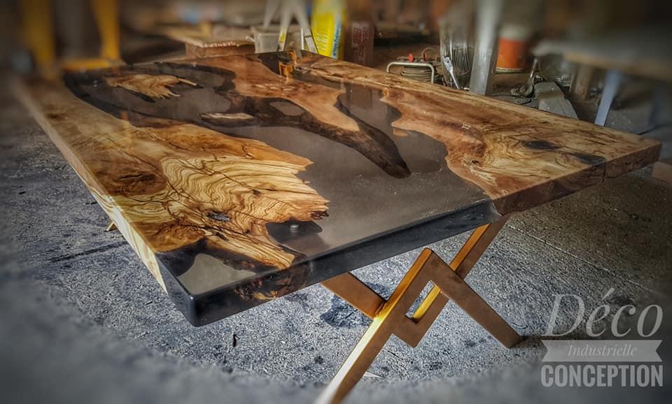 Table basse en olivier+époxy translucide fumée